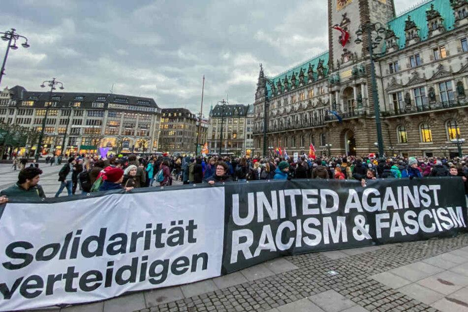 Nach Bluttat in Hanau: Hamburger Wahlkampf unterbrochen