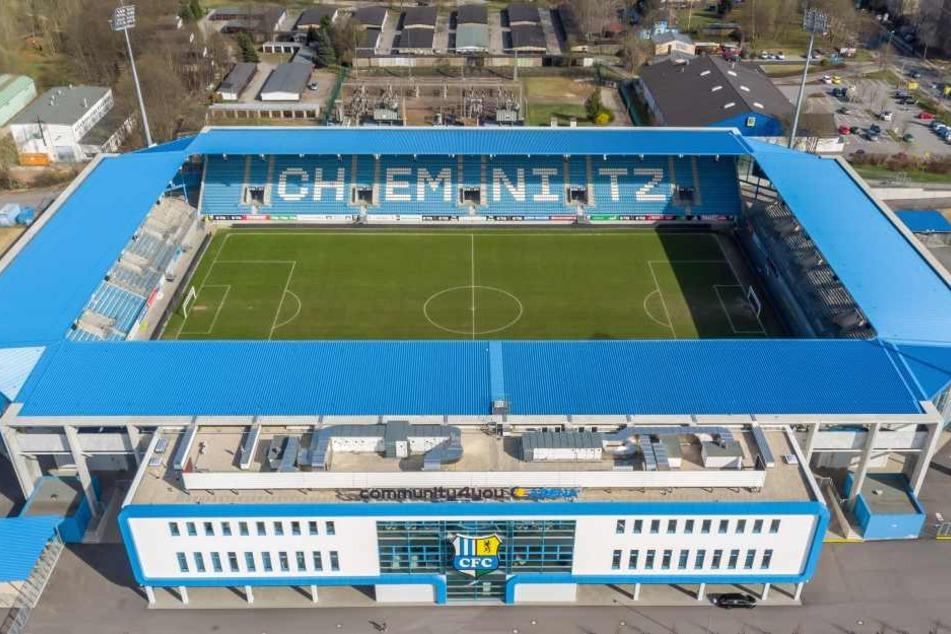 Für 27,2 Millionen Euro baute die Stadt Chemnitz eine topmoderne Arena. Doch auf den Kosten könnte die Kommune jetzt sitzen bleiben. Der CFC kann die 180.000-Euro-Pacht in der 4. Liga nicht mehr stemmen.