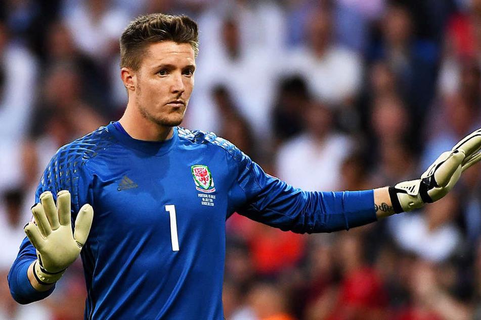 Der englische Fußballverband FA ermittelt gegen den walisischen Nationalkeeper Wayne Hennesse, der den Hitler-Gruß gezeigt haben soll.