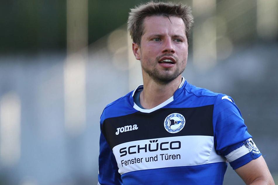 Am 25. Juli geht's für die Arminen zum Testspiel gegen Aston Villa ins Heidewaldstadion nach Gütersloh. Mit dabei auch der neue Mannschaftskapitän Julian Börner.