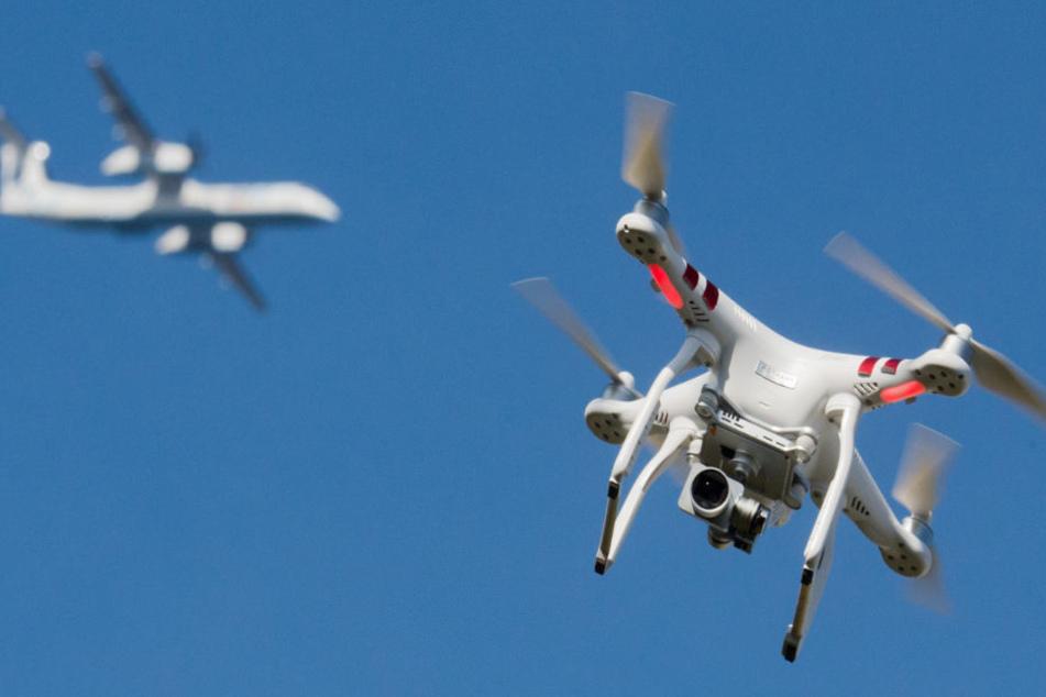 Drohnen werden im bayerischen Luftraum zunehmend zu einem Problem. (Symbolbild)