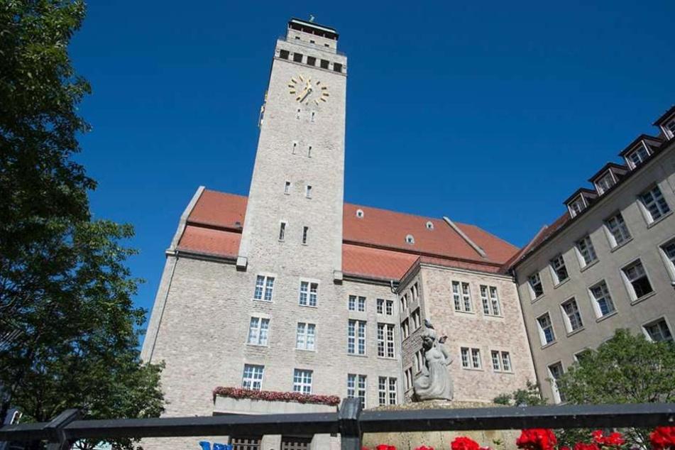 Nur im Bezirk Neukölln gibt es bisher Lesegeräte, die Passfälschungen zuverlässig erkennen.