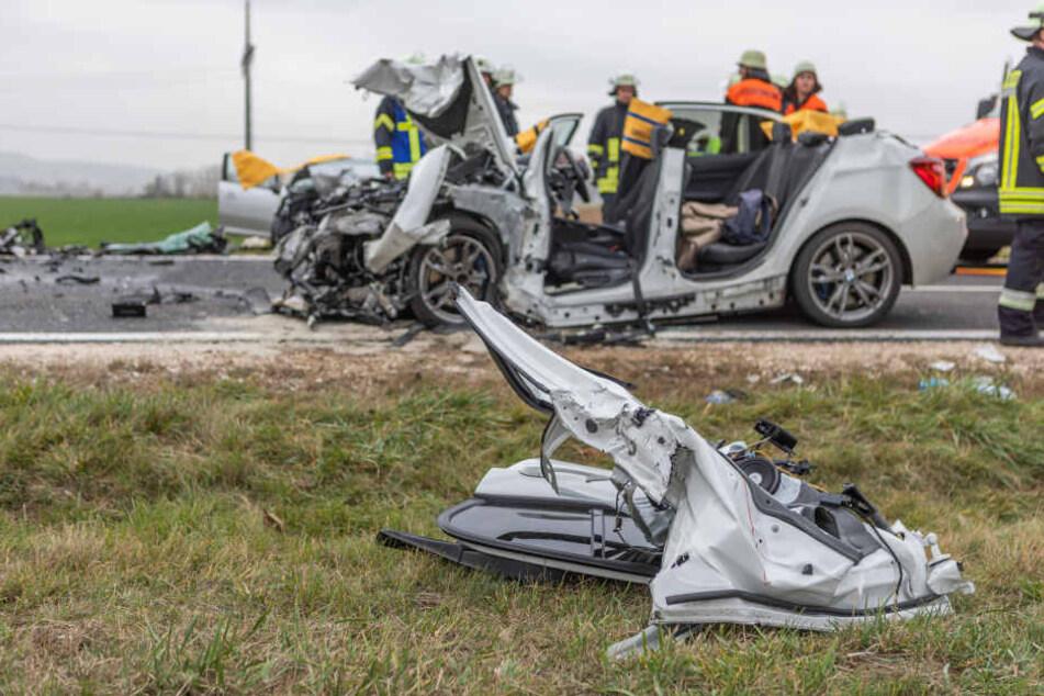 Der Fahrer des Opel erlag vor Ort seinen schweren Verletzungen.