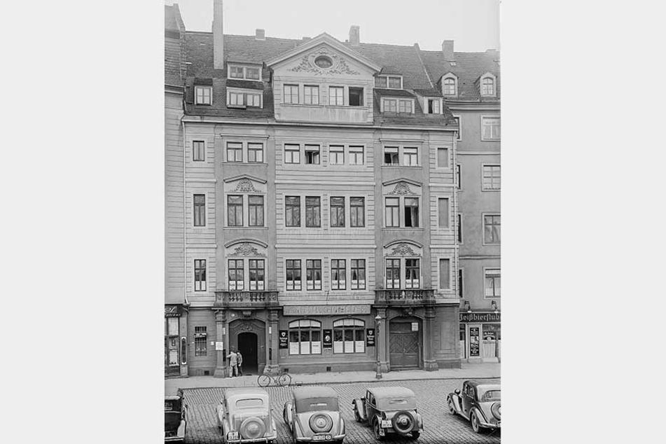 """Barocke Pracht: Das """"Regimentshaus"""" in den 1930er Jahren. Im Erdgeschoss residierte damals der """"Burgkeller""""."""