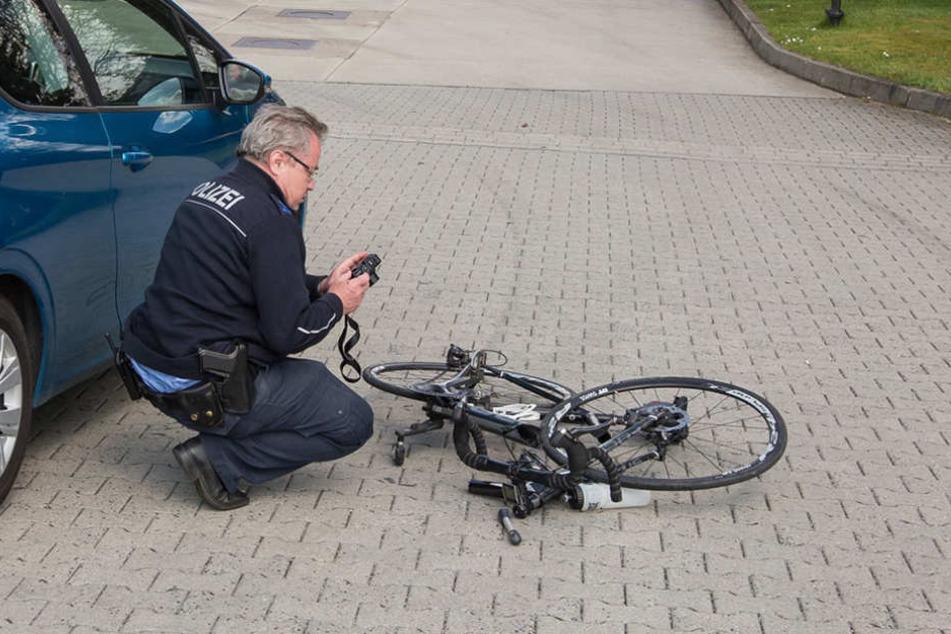 Autofahrerin und Radfahrer krachten in Putzkau frontal zusammen.