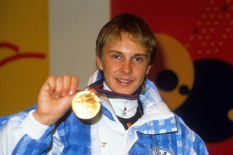 Matti Nykänen wurde unter anderem 1988 in Calgary von der Normalschanze Olympiasieger.