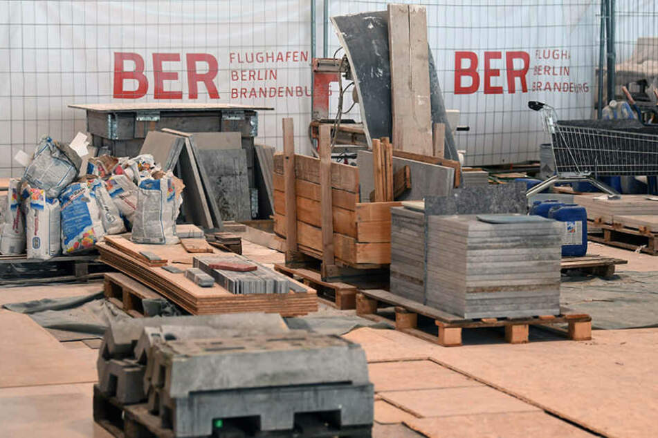 Am Flughafen BER wird weiterhin fleißig gebaut, um den geplanten Eröffnungstermin einhalten zu können.