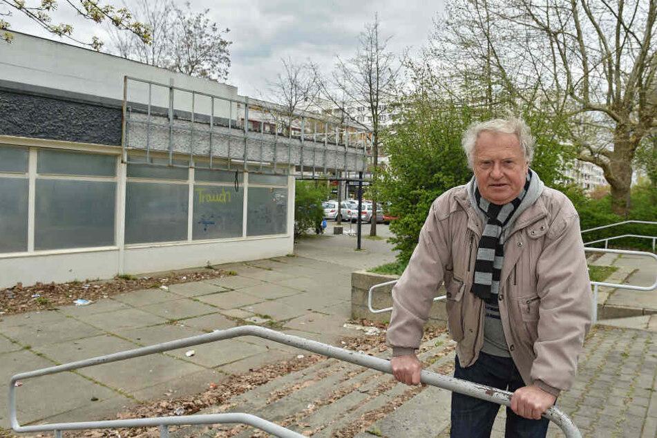 Er hat die Faxen dicke! Rentner Rolf Weinhold (68) am Jacob-Winter-Platz, der schmuddeligsten Ecke von Prohlis.