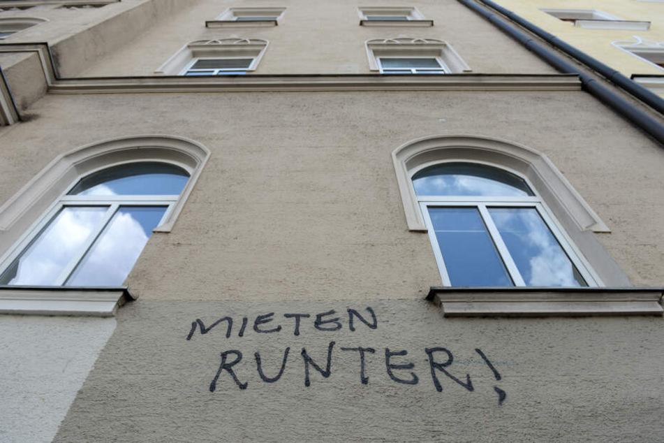Die Forderung an einer Hausfassade in München ist eindeutig. Kann nun ein Volksbegehren helfen?