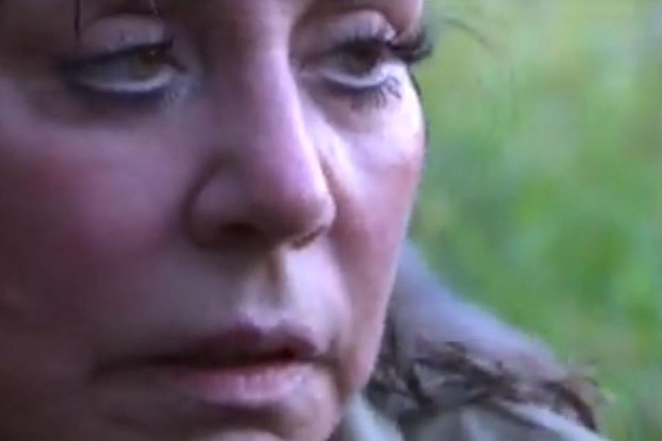 """Es gibt auf Facebook schon mal exklusive Bilder aus dem Dschungelcamp! Ganz wie bei der Bundeswehr mussten die Ersten """"Zu Wasser, zu Land und in der Luft"""" zum Camp eilen... Hier Tina York."""
