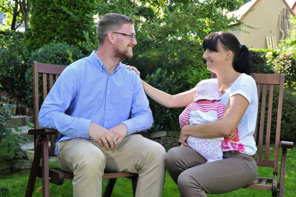 Susann Grummt (33, mit Tochter Jella) bedankte sich bei ihrem Lebensretter Kristian Mauersberger (26).