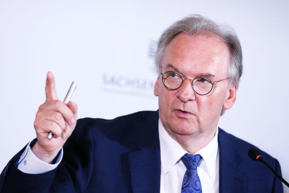 Sachsen-Anhalts Ministerpräsident Reiner Haseloff befürchtet durch die Mehrkosten eine erhöhte Insolvenzgefahr für die Vereine.