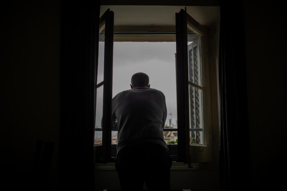 Viele Menschen plagen wegen der Corona-Krise Ängste und Einsamkeit. (Symbolbild)