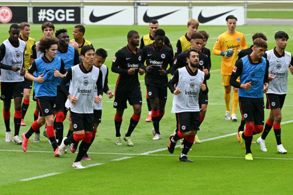 Die Spieler von Eintracht Frankfurt beim Trainingsauftakt am 1. Juli 2021.