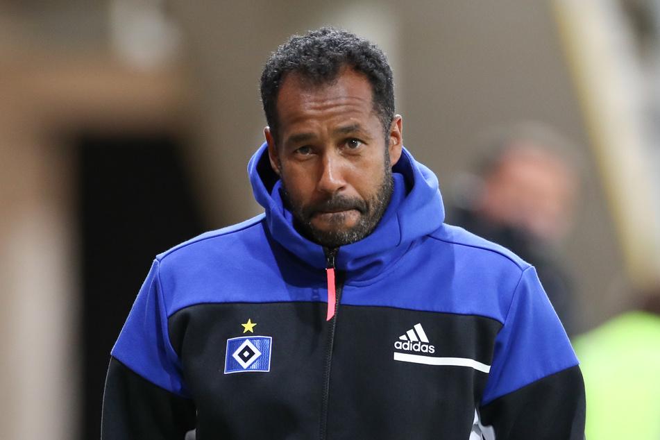 HSV-Trainer Daniel Thioune (46) rechnet mit weiteren Corona-Ausfällen von Spielen.