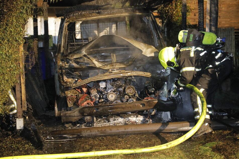 Auch ein Mercedes brannte komplett aus.