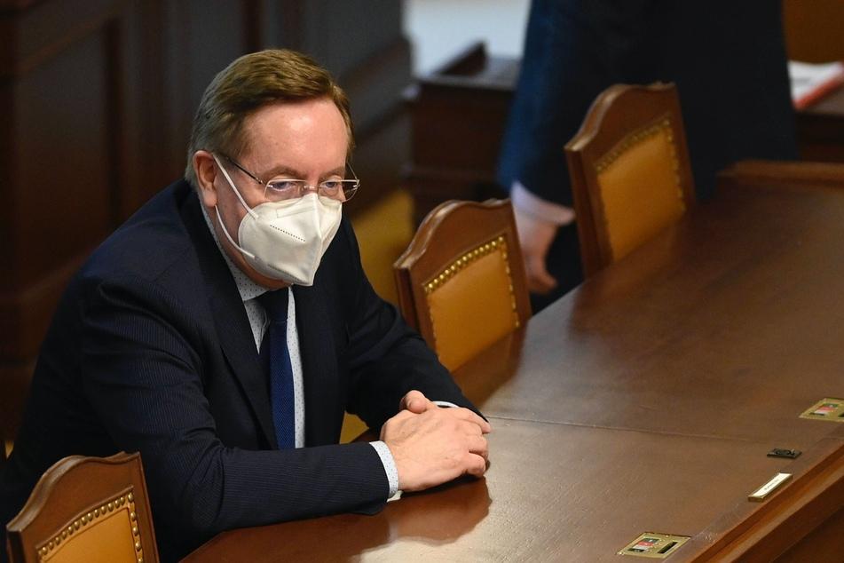 Der tschechische Gesundheitsminister Petr Arenberger (62) muss seine Finanzen offenlegen.