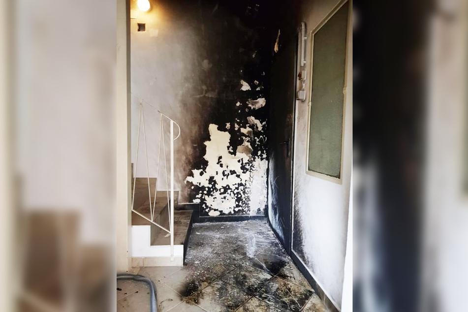 Im Treppenhaus legte der 45-Jährige das Feuer.