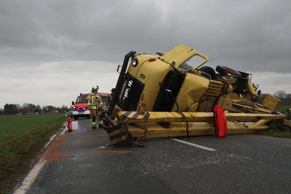 Der Kranwagen landete auf der Fahrerseite.