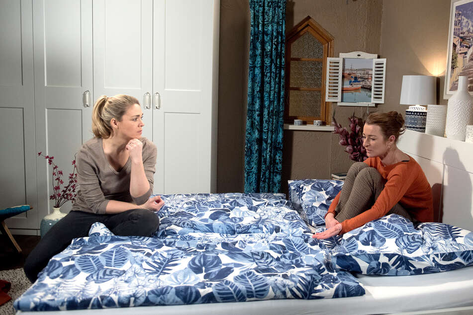 """""""Rote Rosen"""": Britta bringt Carla auf die Idee, sich scheiden zu lassen."""