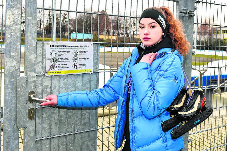 Dresdner Eissport-Hoffnung verzweifelt: Rathaus sperrt Lina (15) vom Training aus