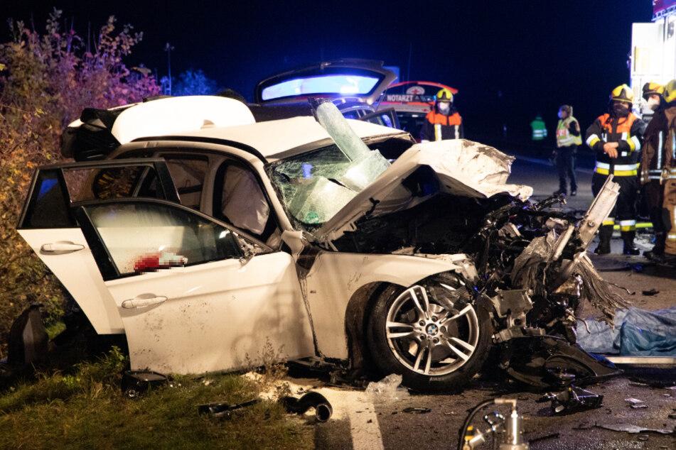 Horror-Unfall auf Bundesstraße: Zwei Tote, ein Schwerverletzter