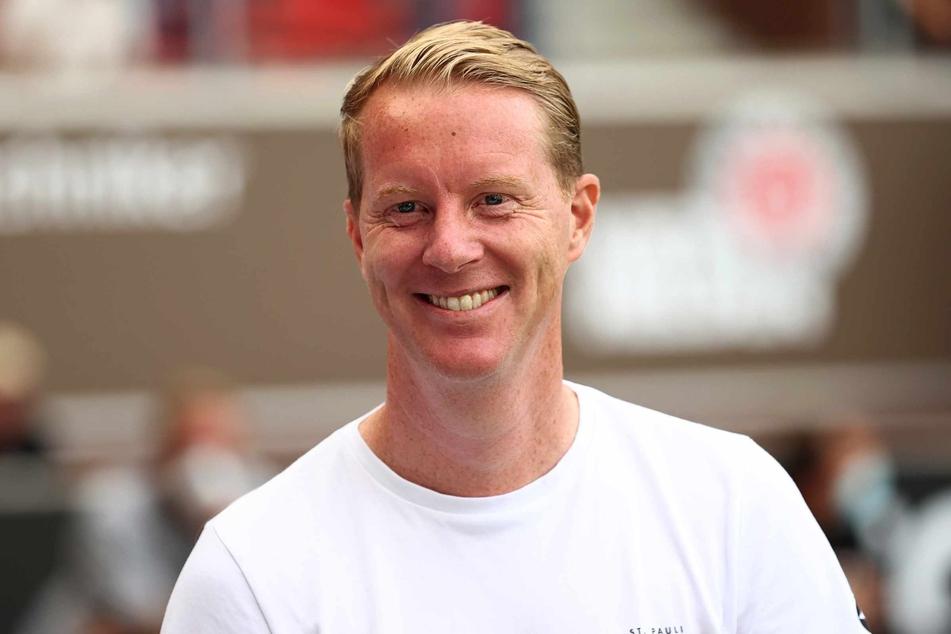 St. Paulis Trainer Timo Schultz (44) hatte nach dem Spiel beste Laune. (Archivibild)