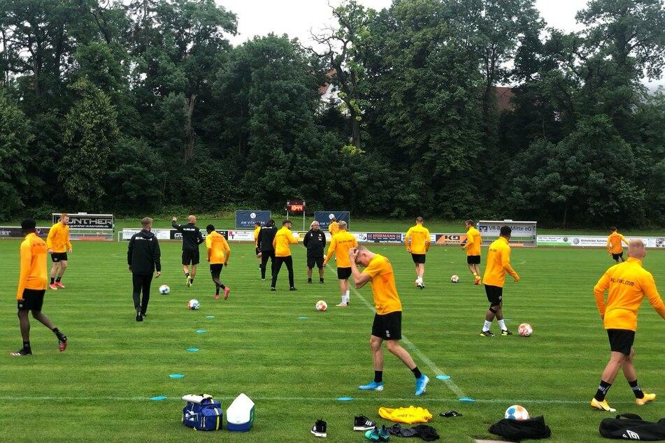 In der zweiten Einheit wird mit Ball trainiert.
