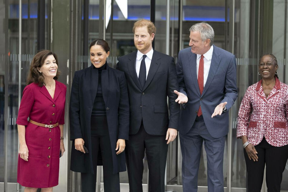 New York Governor Kathy Hochul (l.) and NYC Mayor Bill de Blasio met with the royals during their visit.