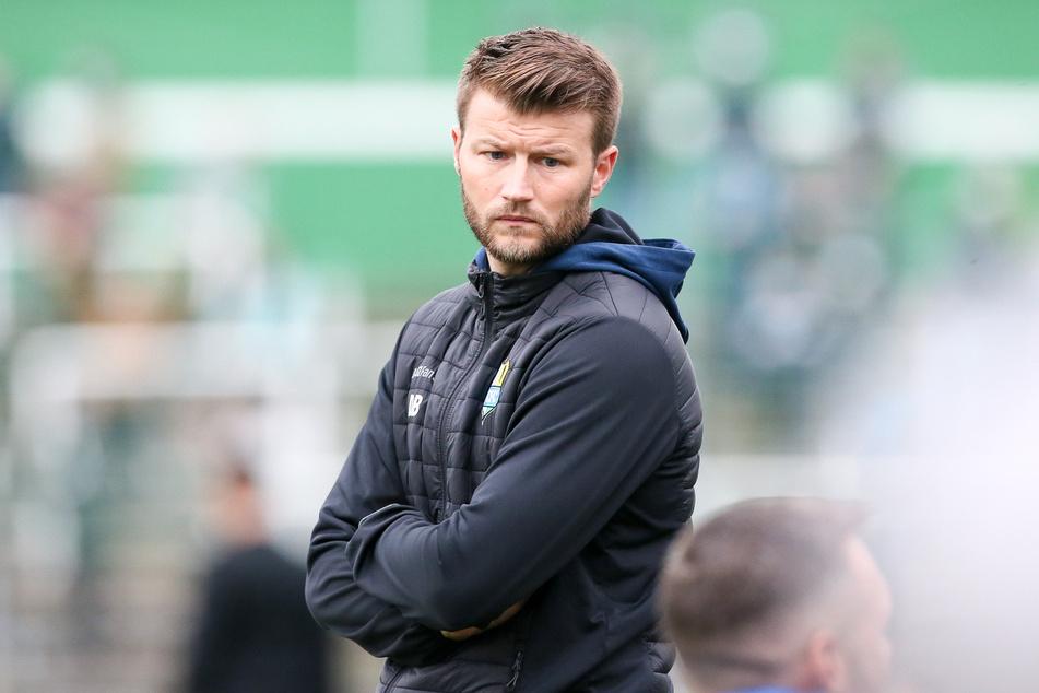 CFC-Coach Daniel Berlinski blickt sorgenvoll nach Berlin.