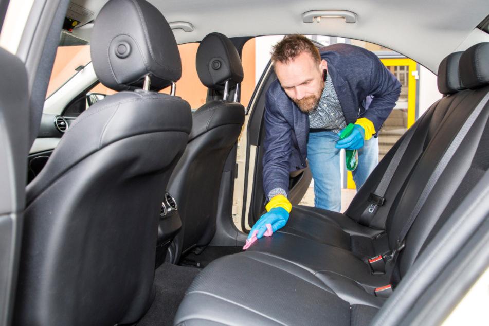 Dafür bleibt genügend Zeit fürs Putzen: Nach jeder Fahrt säubert Noack den Innenraum.