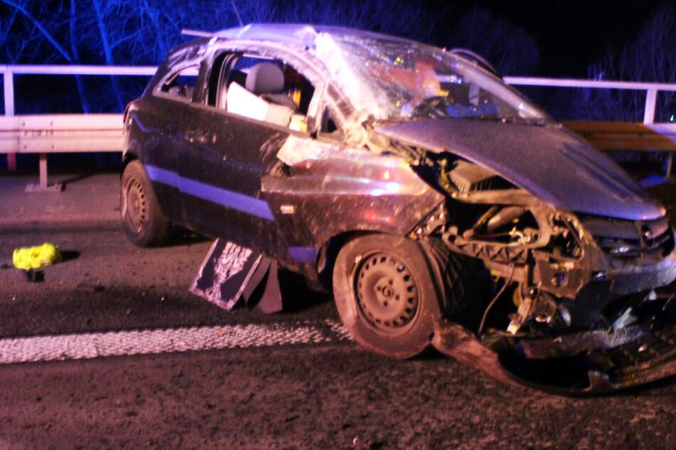 Vollsperrung nach Unfall: Auto überschlägt sich auf Autobahn