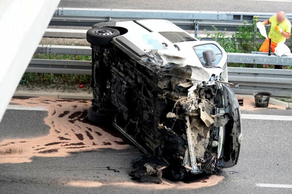 Schwerer Unfall auf A72: Transporter bleibt auf Seite liegen