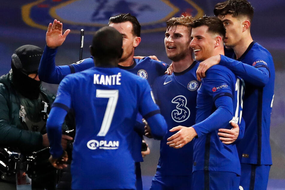 Jubel bei Timo Werner (3.v.r.): Der pfeilschnelle Angreifer brachte den FC Chelsea nach einem Lattenschuss von Kai Havertz (r.) mit 1:0 gegen Real Madrid in Führung.
