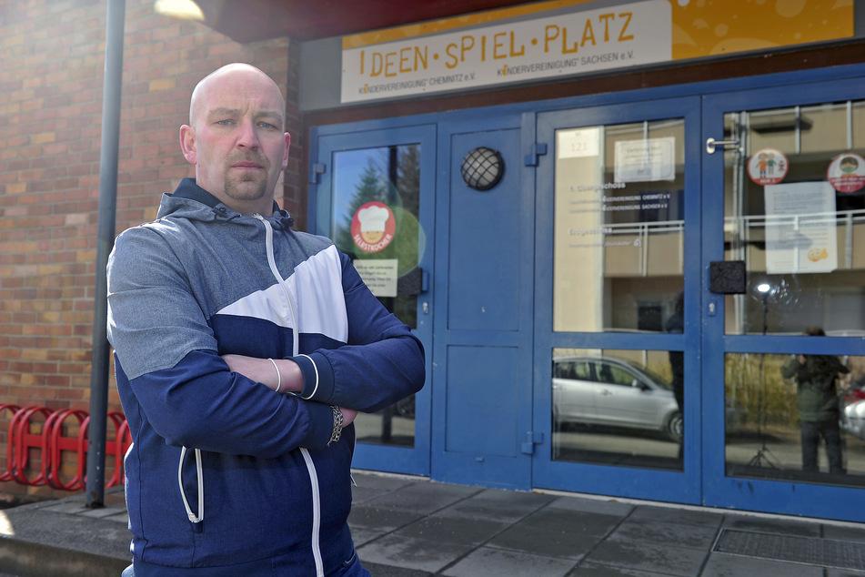 """Thomas Strobel (39) ist irritiert: Die Kita """"Glückskäfer"""" wurde geschlossen, doch weder er noch sein Sohn müssen in Quarantäne."""