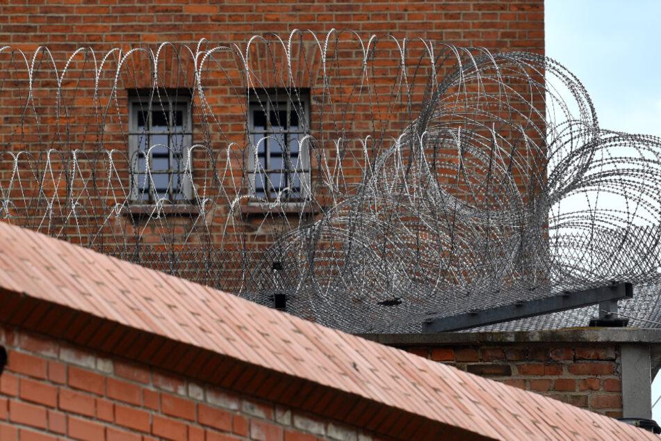 """Mit """"Räuberleiter"""" über Gefängniszaun geholfen: Entflohener verschwindet zwei Monate lang"""
