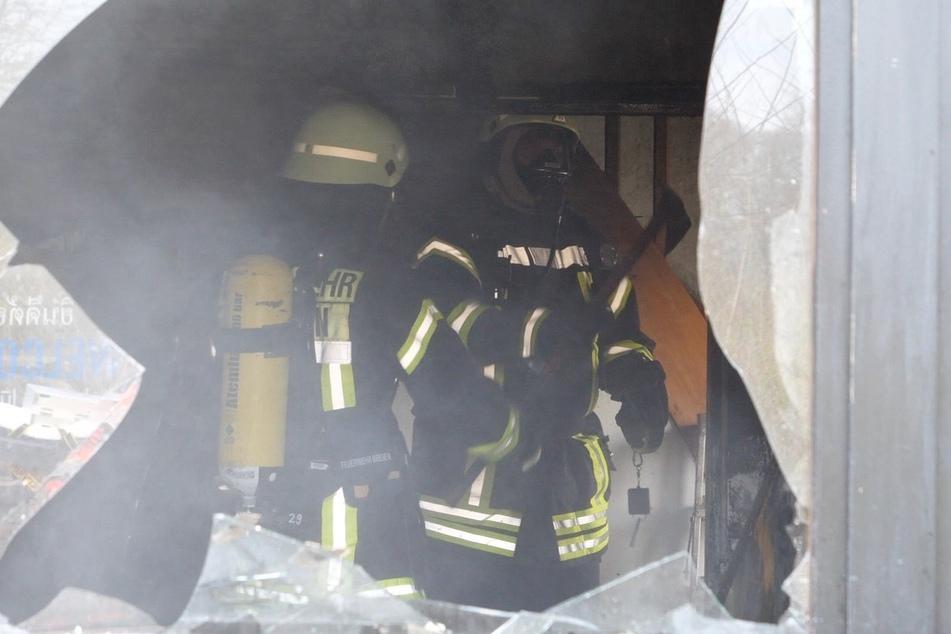 Feuerwehrleute im Einsatz.