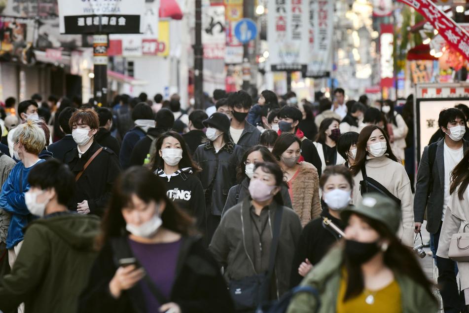Ein geringeres Einkommen erschwert für japanische Männer die Chance, die Frau fürs Leben zu finden, extrem.