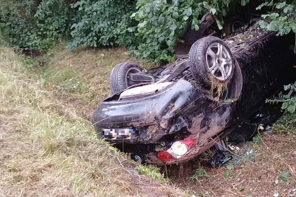 VW überschlägt sich mehrfach: Drei Schwerverletzte nach Alkohol- und Drogenfahrt
