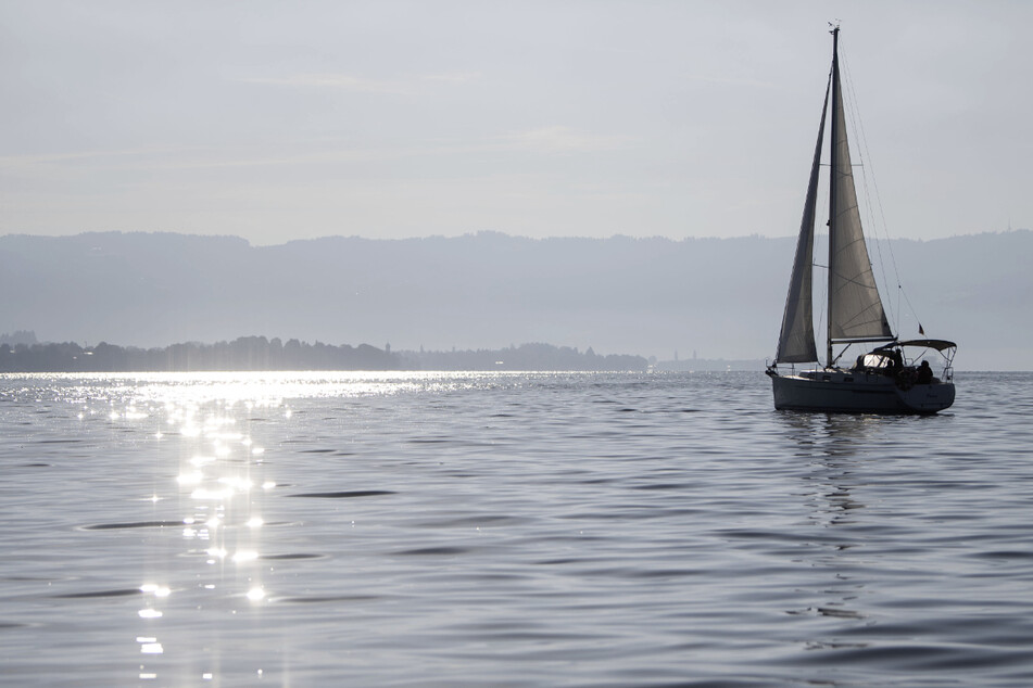 Drei Segler kentern im Sturm auf dem Bodensee