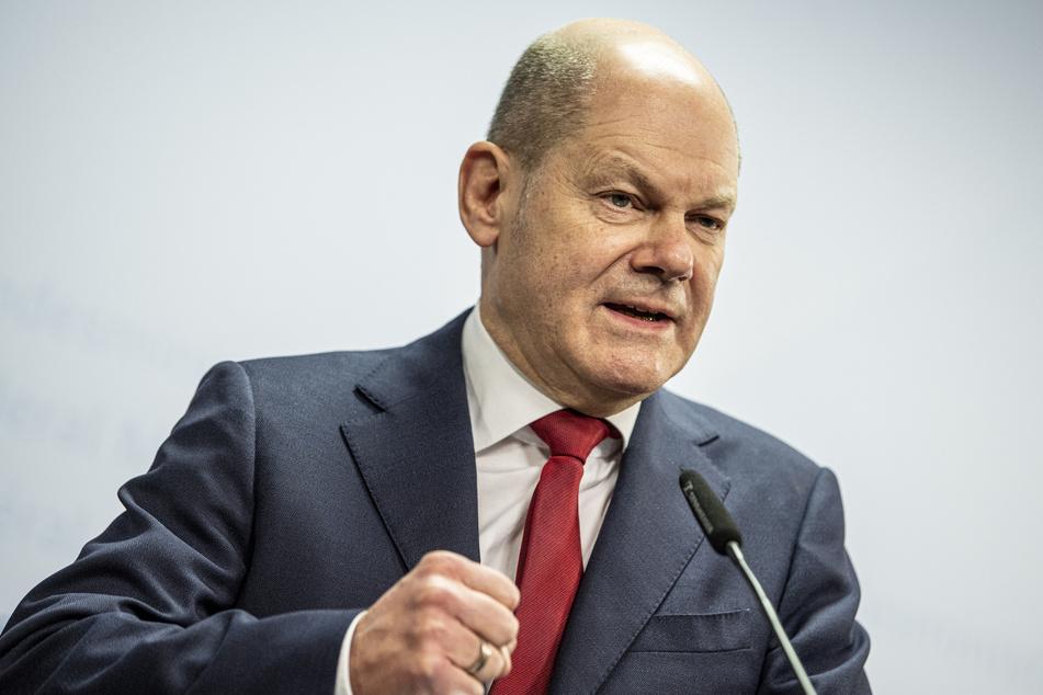 Olaf Scholz (62, SPD), Bundesfinanzminister, gibt vor dem virtuellen Treffen der Eurogruppe eine Pressekonferenz im Bundesfinanzministerium.