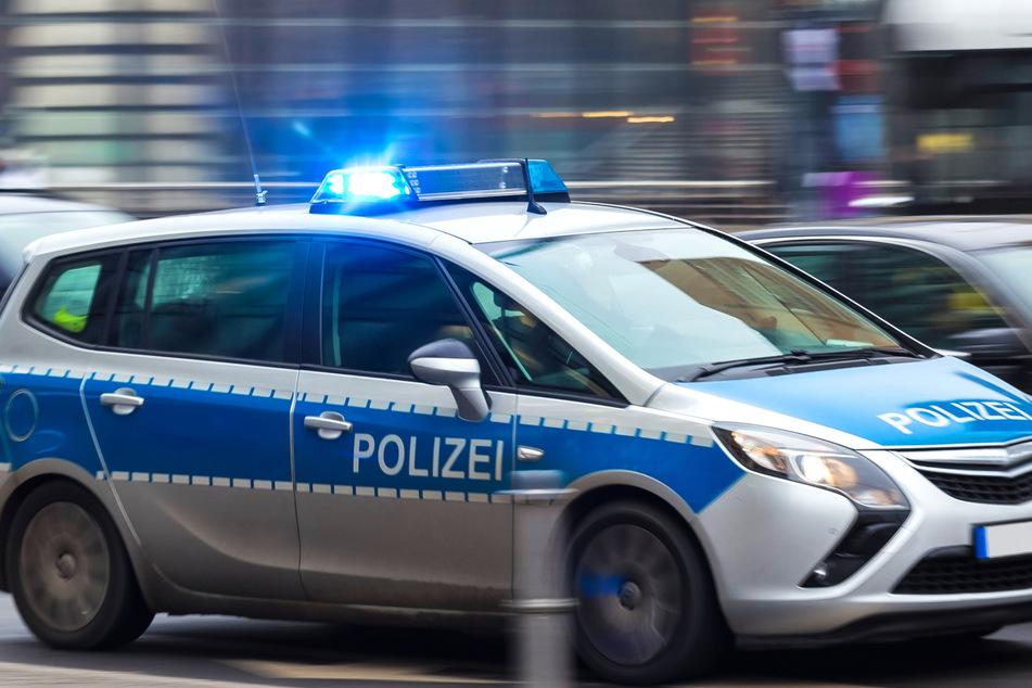 Zwei Männer und eine Frau wurden von der Polizei festgenommen. (Symbolbild)