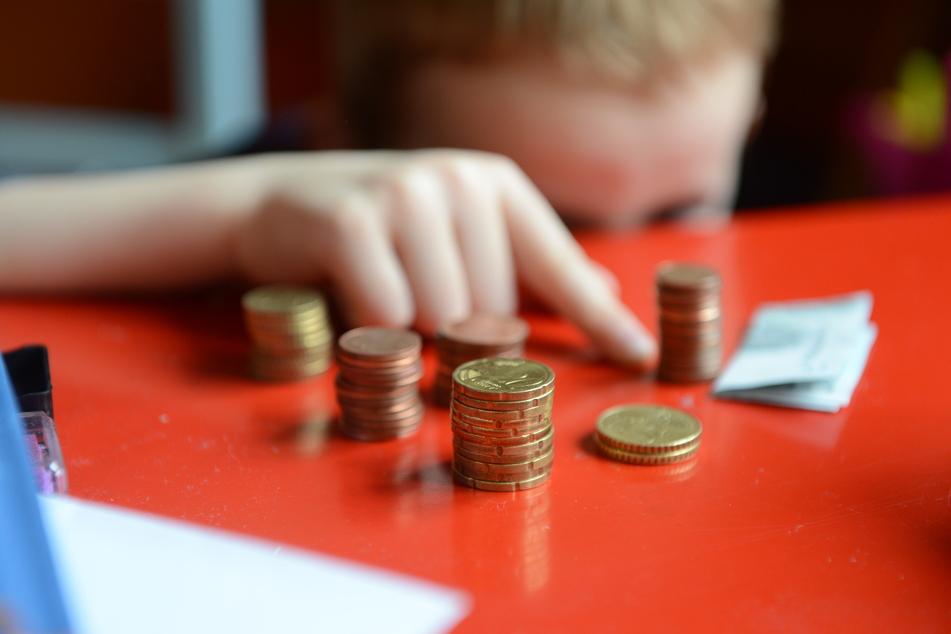 Laut einer aktuellen Studie der Bertelsmann Stiftung sind 2,8 Millionen Kinder in Deutschland arm. (Archivbild)