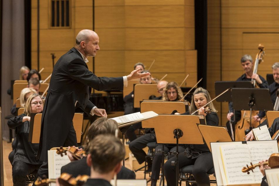 Dirigent Guillermo García Calvo (42) bei einer Probe fürs Philharmonie-Konzert am Freitagabend.