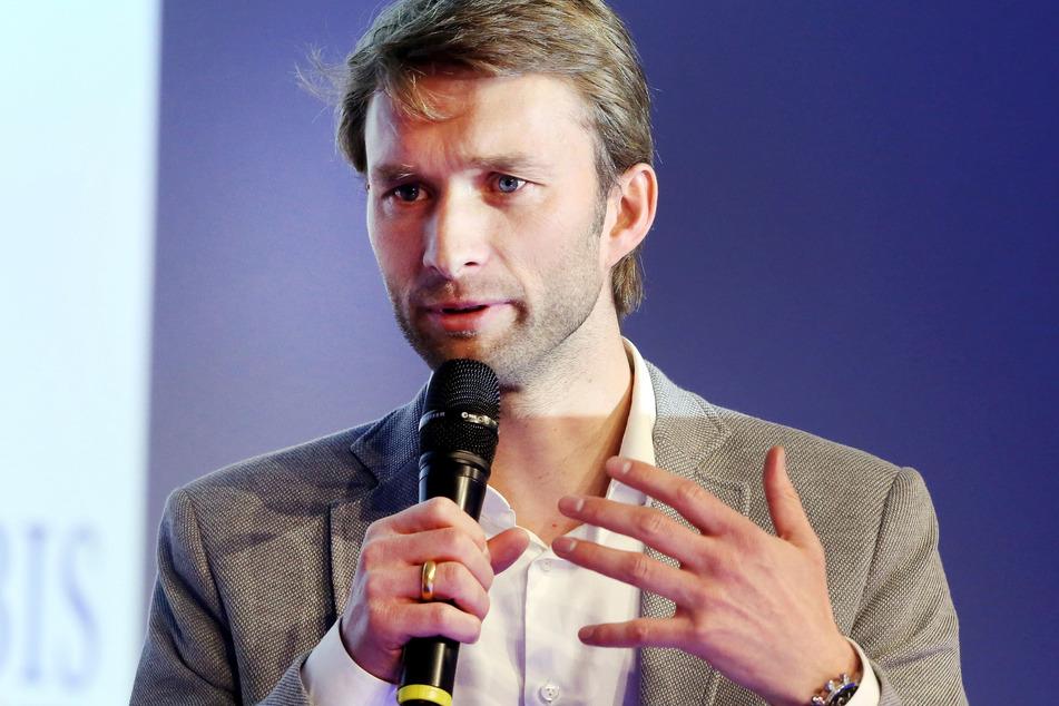 Bayer-Sportdirektor Somin Rolfes (39) glaubt an eine Trendwende unter Hannes Wolf.