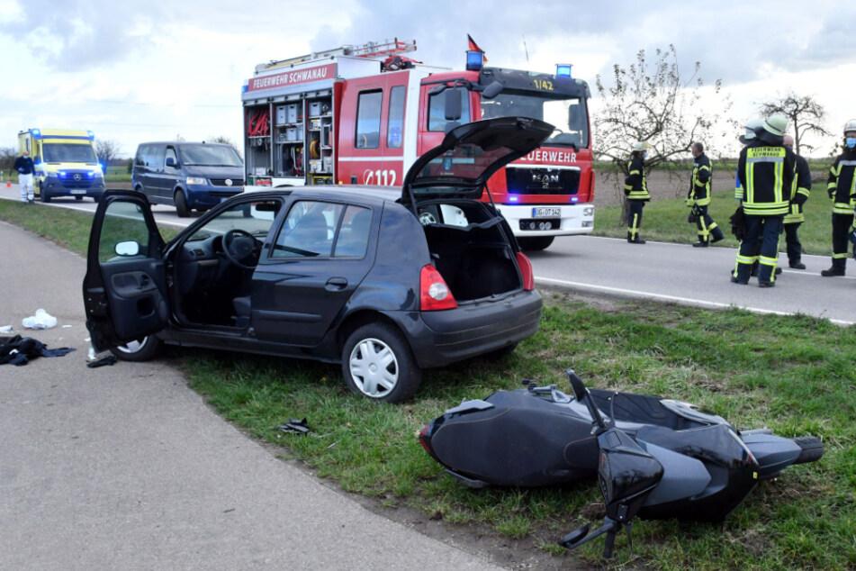 """Rollerfahrer wird nach Unfall unterm Auto eingeklemmt und befindet sich in """"kritischem Zustand"""""""