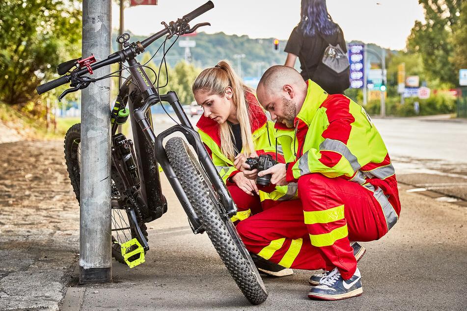 14-Jähriger fährt mit E-Bike gegen Laterne: Schwer verletzt!