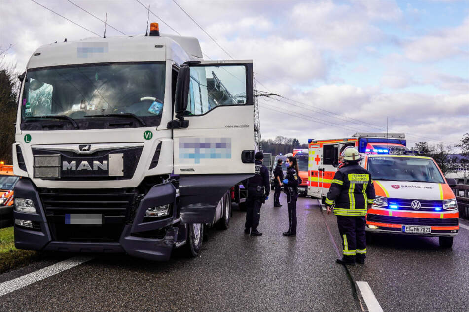 Medizinischer Notfall am Steuer: Tank-Laster gerät auf Bundesstraße außer Kontrolle