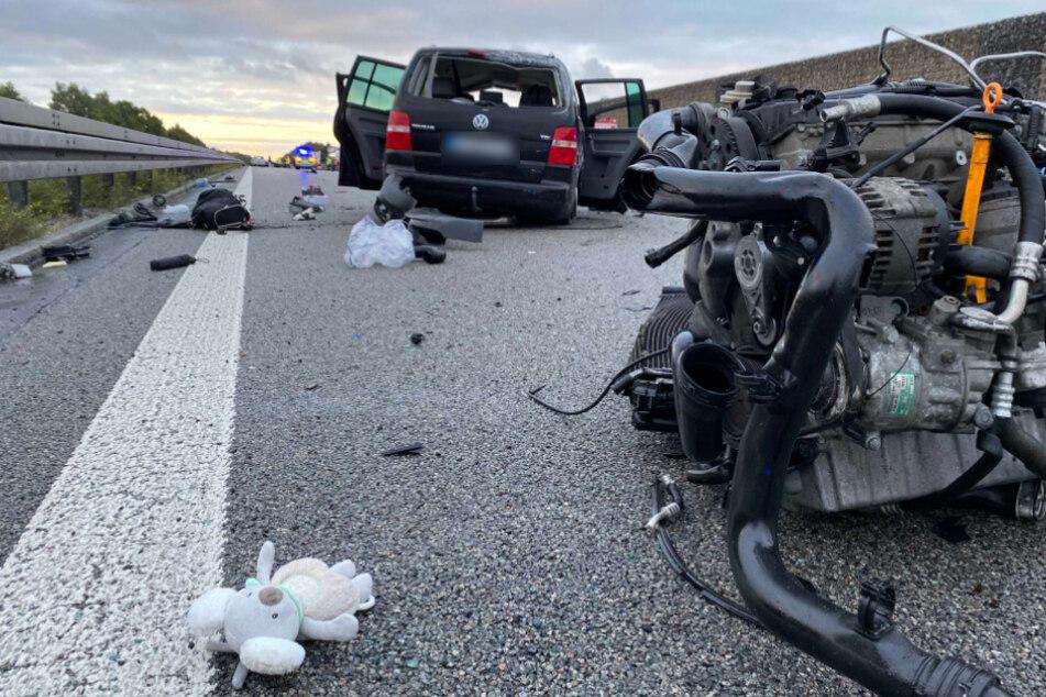 A9 gleicht einem Schlachtfeld: VW überschlägt sich mehrfach, Fahrer hat keine Chance