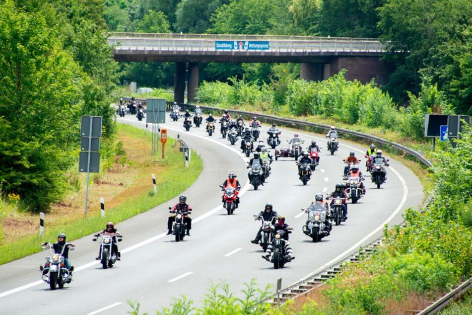 Bundesweit sollen am Samstag in mehreren Städten Protestaktionen von Bikern stattfinden. (Archivbild)